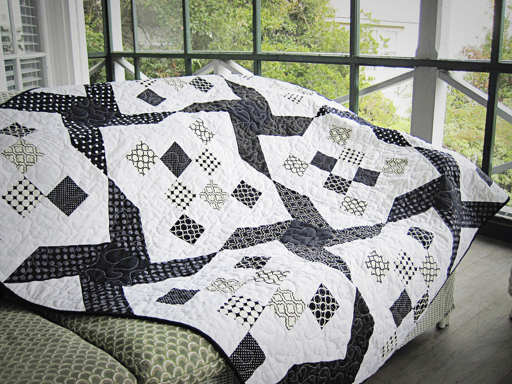 Image of: Black And White Quilt Patterns Ideas