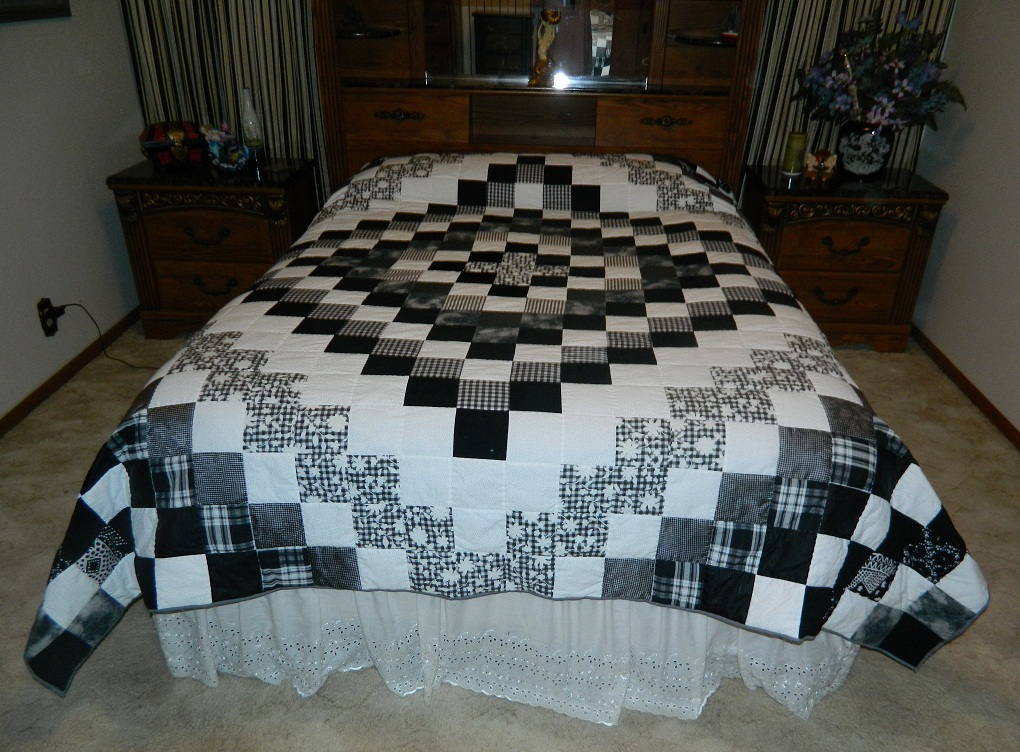 Image of: Black And White Quilt Patterns Large