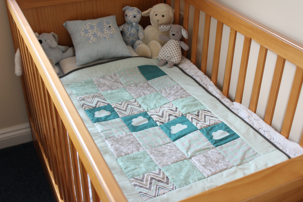 Image of: Charm Pack Baby Quilt Crib