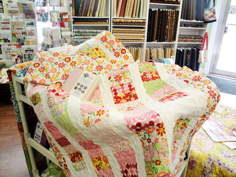 Image of: Charm Pack Baby Quilt Flower