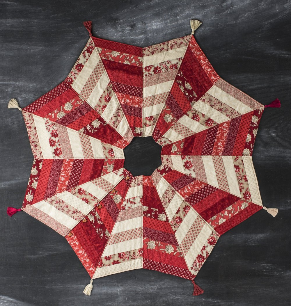 Image of: Christmas Quilted Tree Skirt Pattern