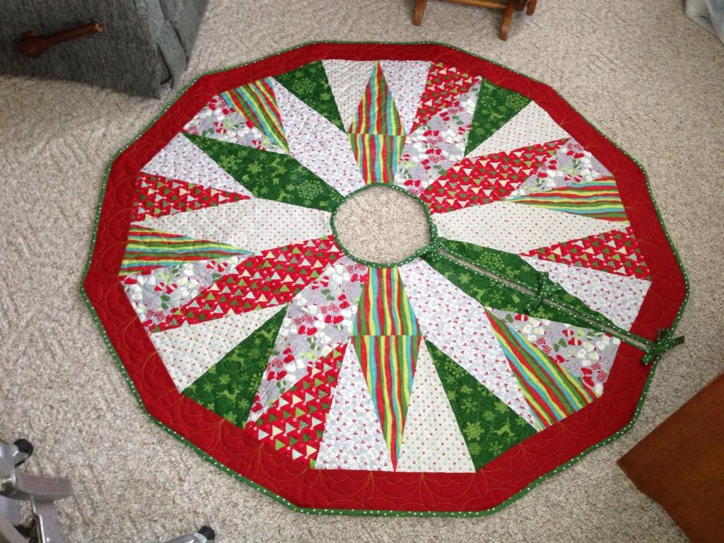 Image of: Circle Christmas Tree Skirt Quilt Patterns