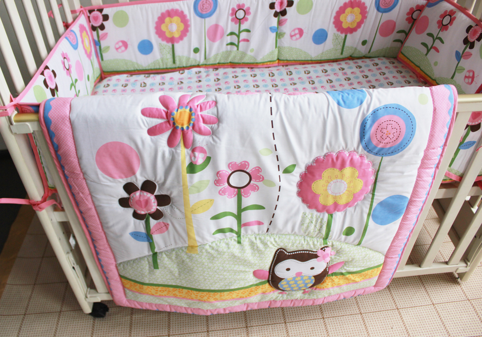 Image of: Flower Applique Baby Quilt