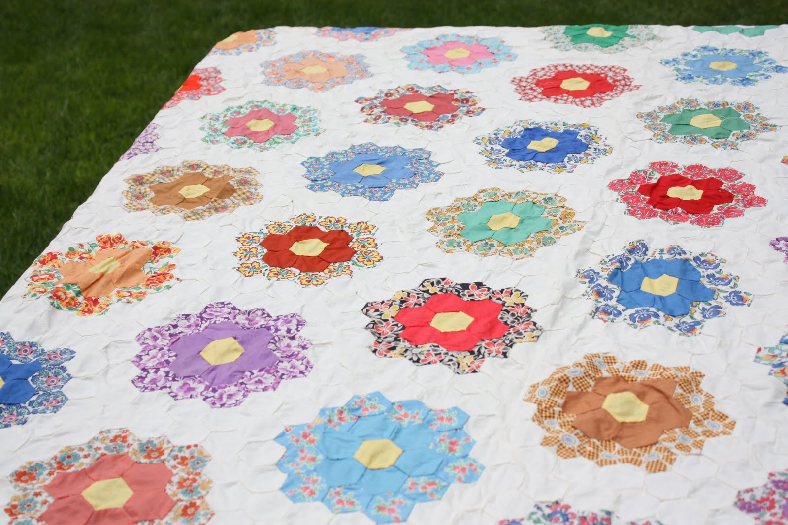 Picture of: Flower Quilt Patterns Theme