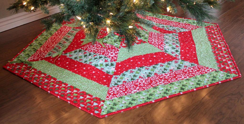 Image of: Holly Christmas Tree Skirt Quilt Patterns