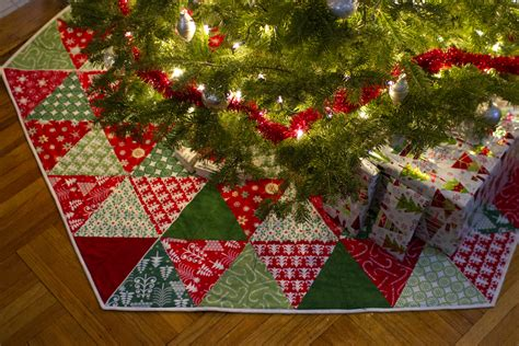 Image of: Inspiring Christmas Tree Skirt Quilt Patterns