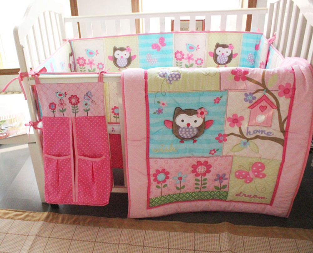 Image of: Owl Baby Quilt Sets