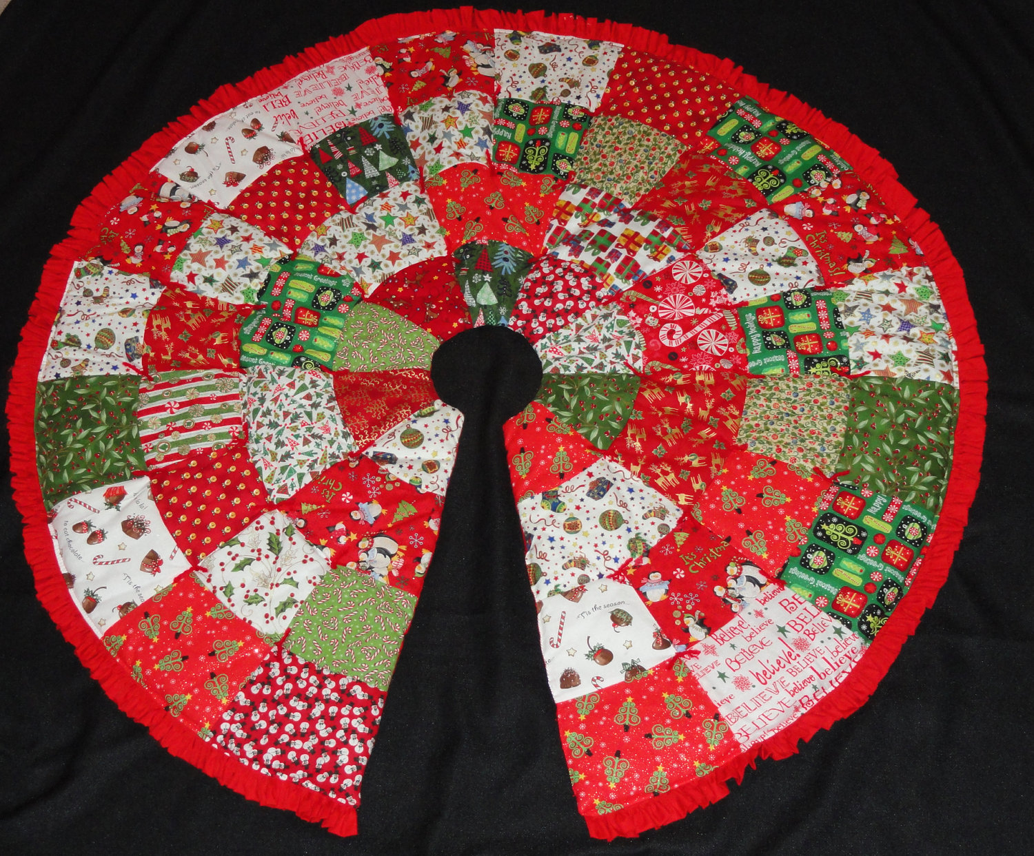 Image of: Quilted Tree Skirt Pattern Round
