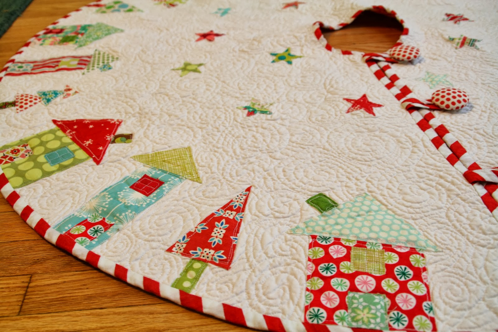 Image of: Quilted Tree Skirt Pattern White