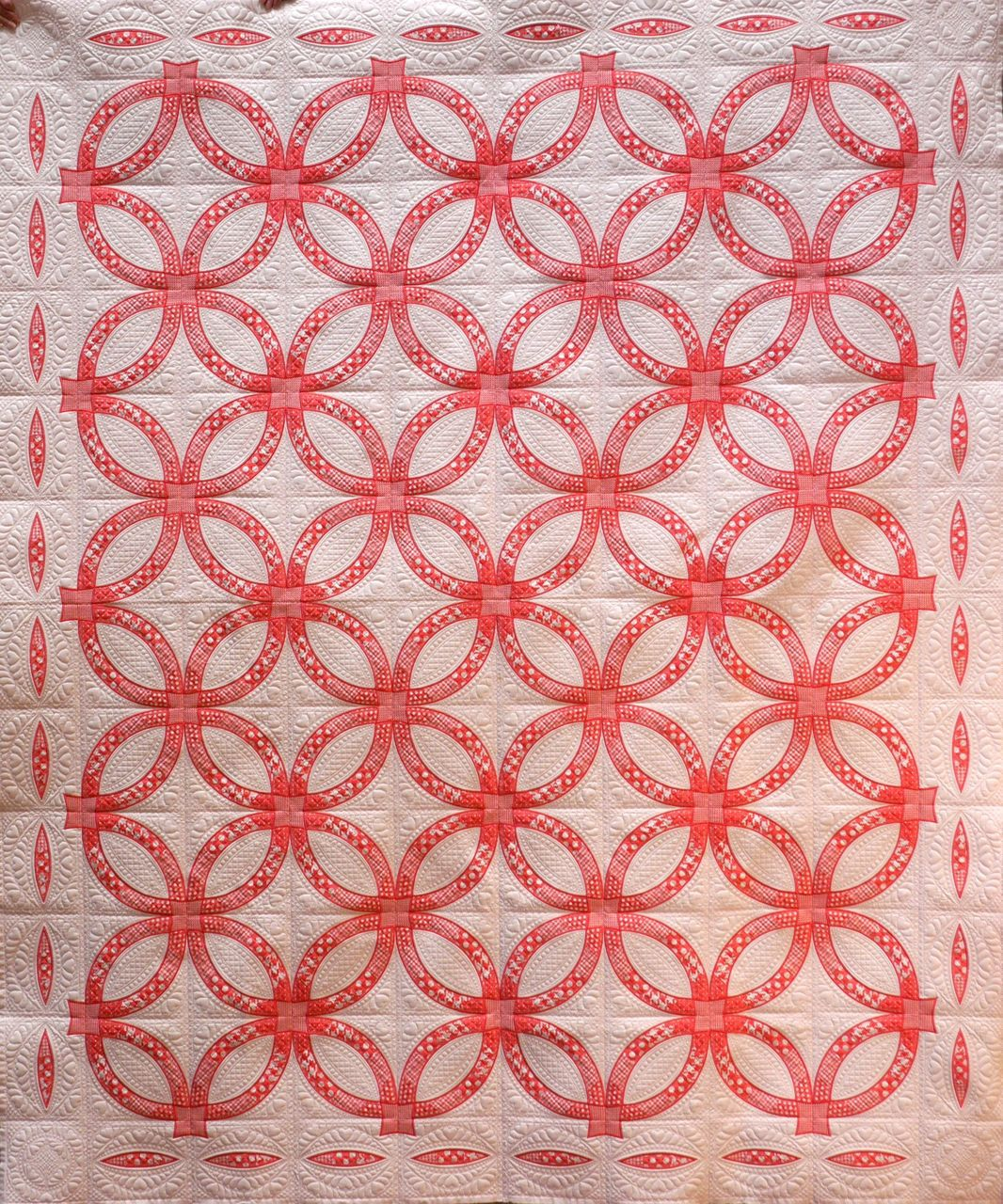 Image of: Red Double Wedding Ring Quilt Pattern