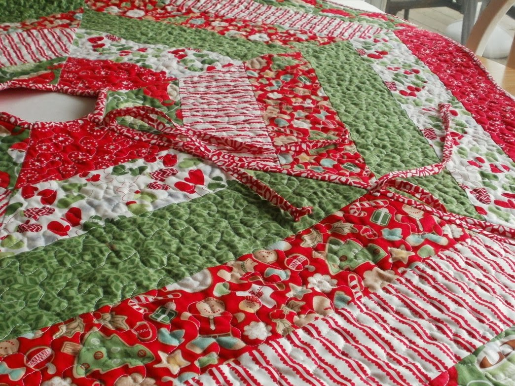 Image of: Red Quilted Tree Skirt Pattern