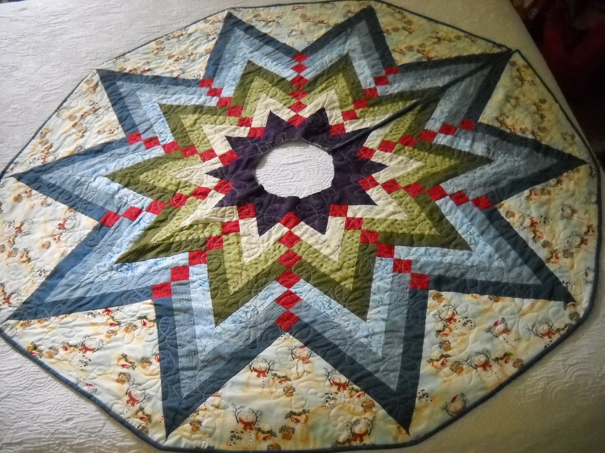 Image of: Round Quilted Tree Skirt Pattern