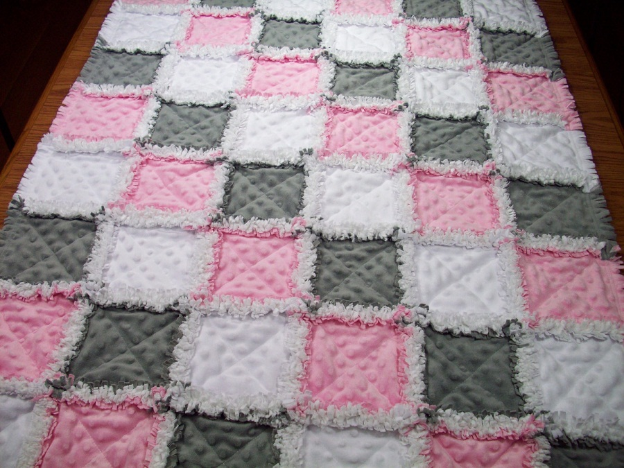 Image of: Zig Zag Pink Baby Quilt