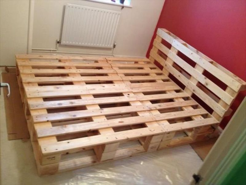 Picture of: Diy Pallet Bed Frame With Storage