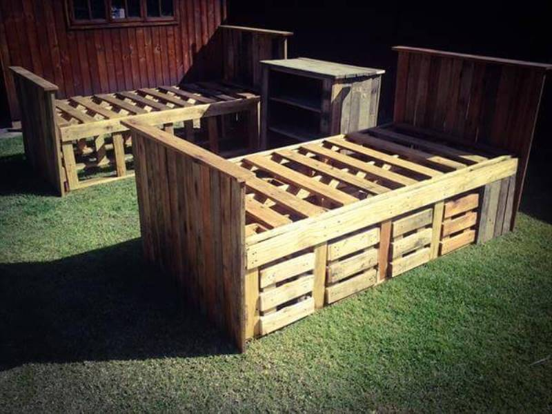Picture of: Diy Pallet Bed With Storage Ideas
