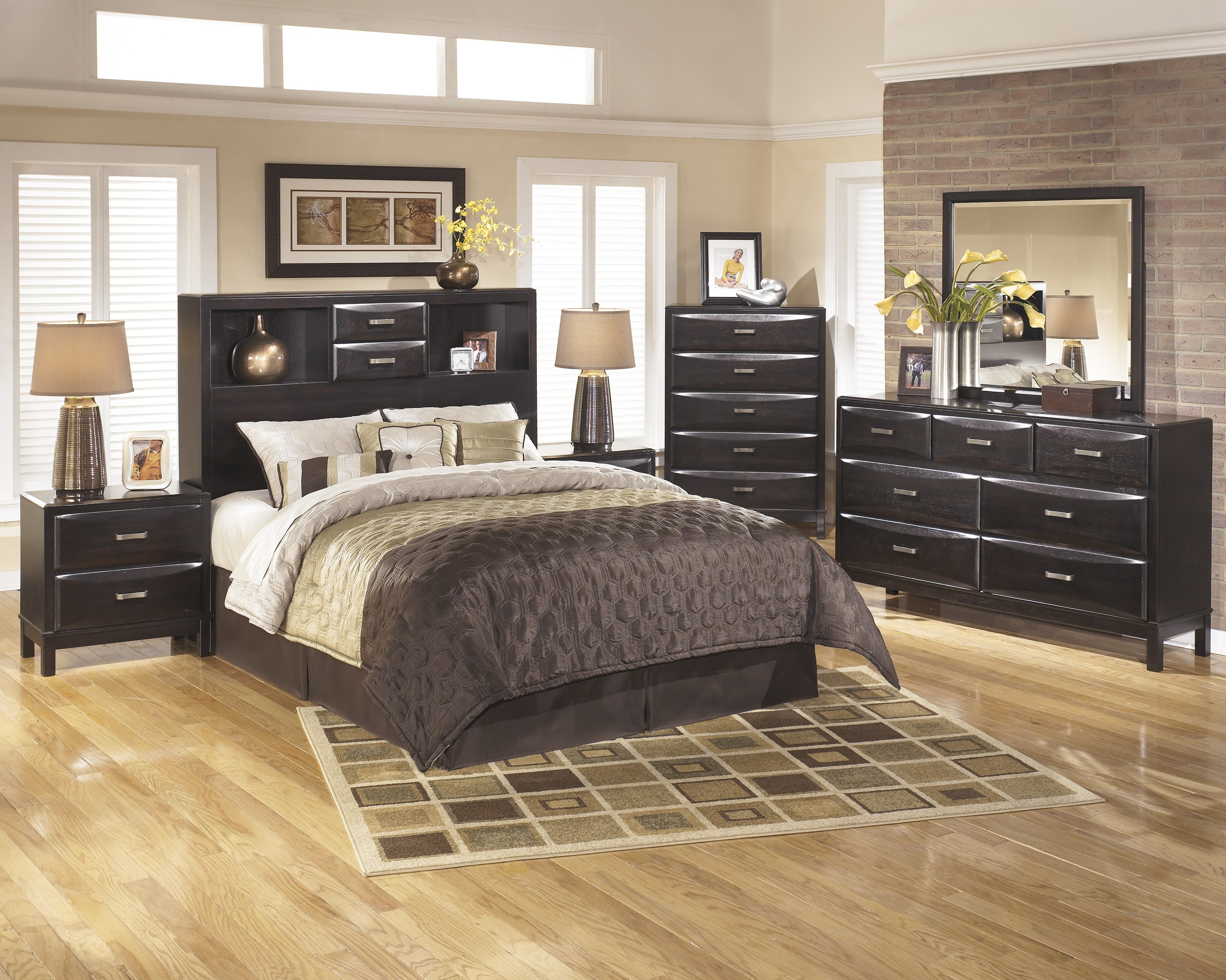 Image of: Kira Queen Storage Bed with Drawers