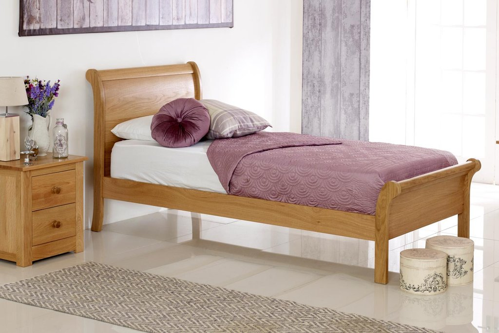 Image of: Sleigh Bed with Storage Oak