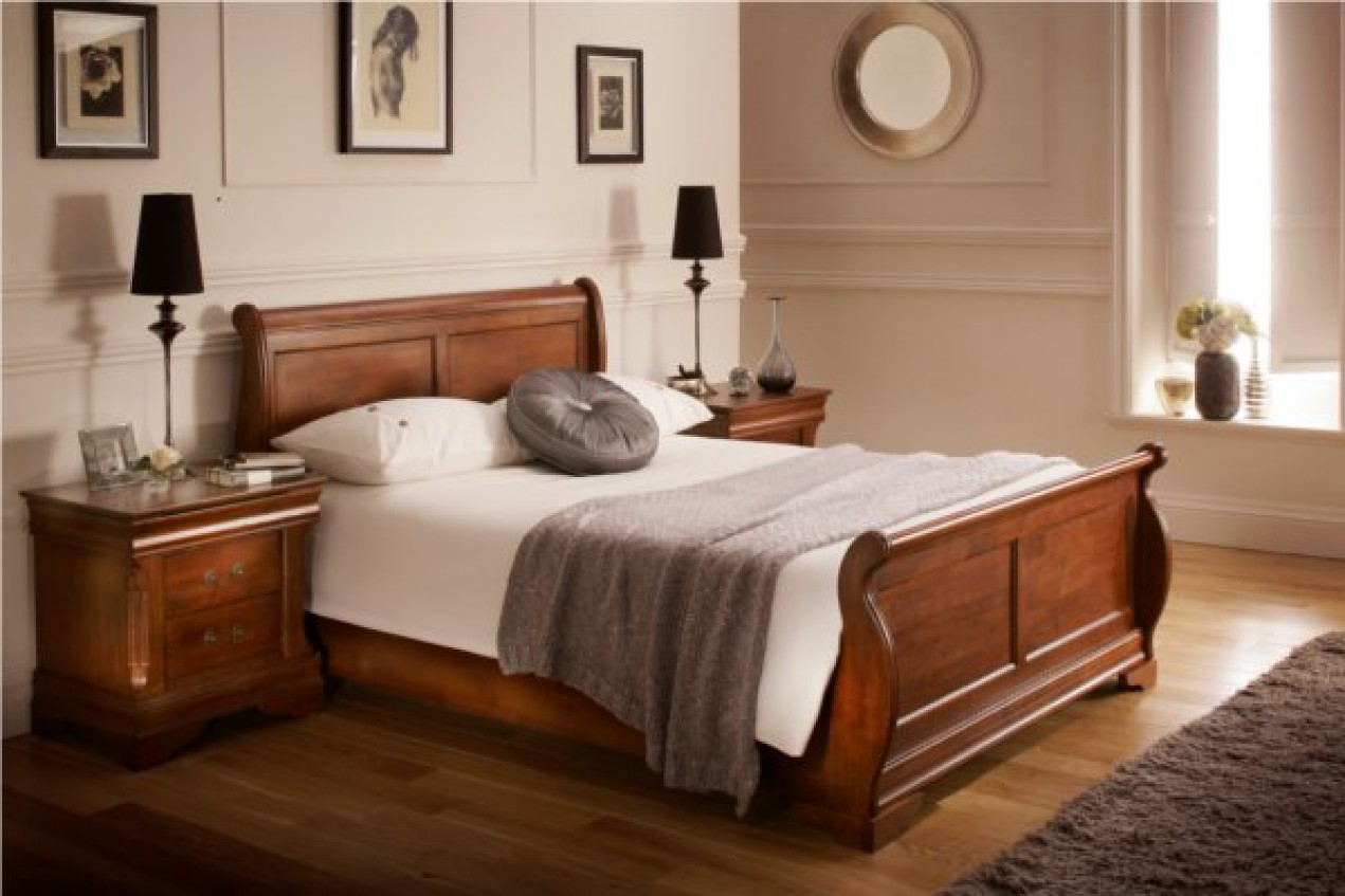 Image of: Sleigh Bed with Storage Wood