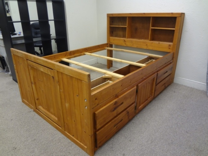 Image of: Solid Wood Full Size Storage Bed
