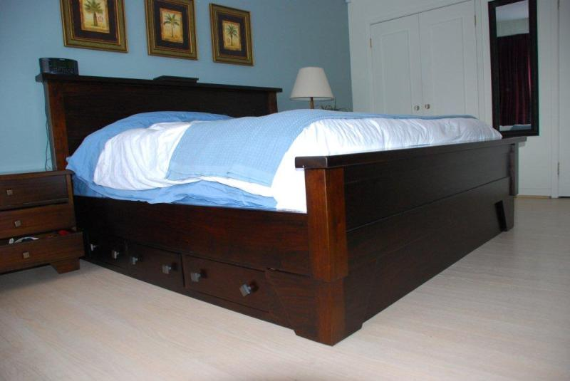 Image of: Solid Wood King Storage Bed