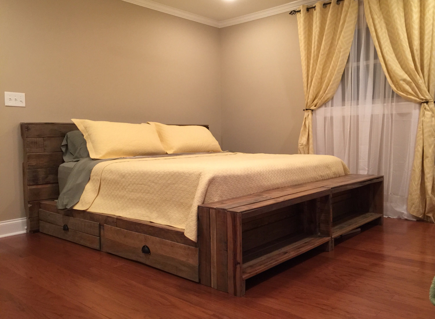 Image of: Solid Wood Storage Bed Size
