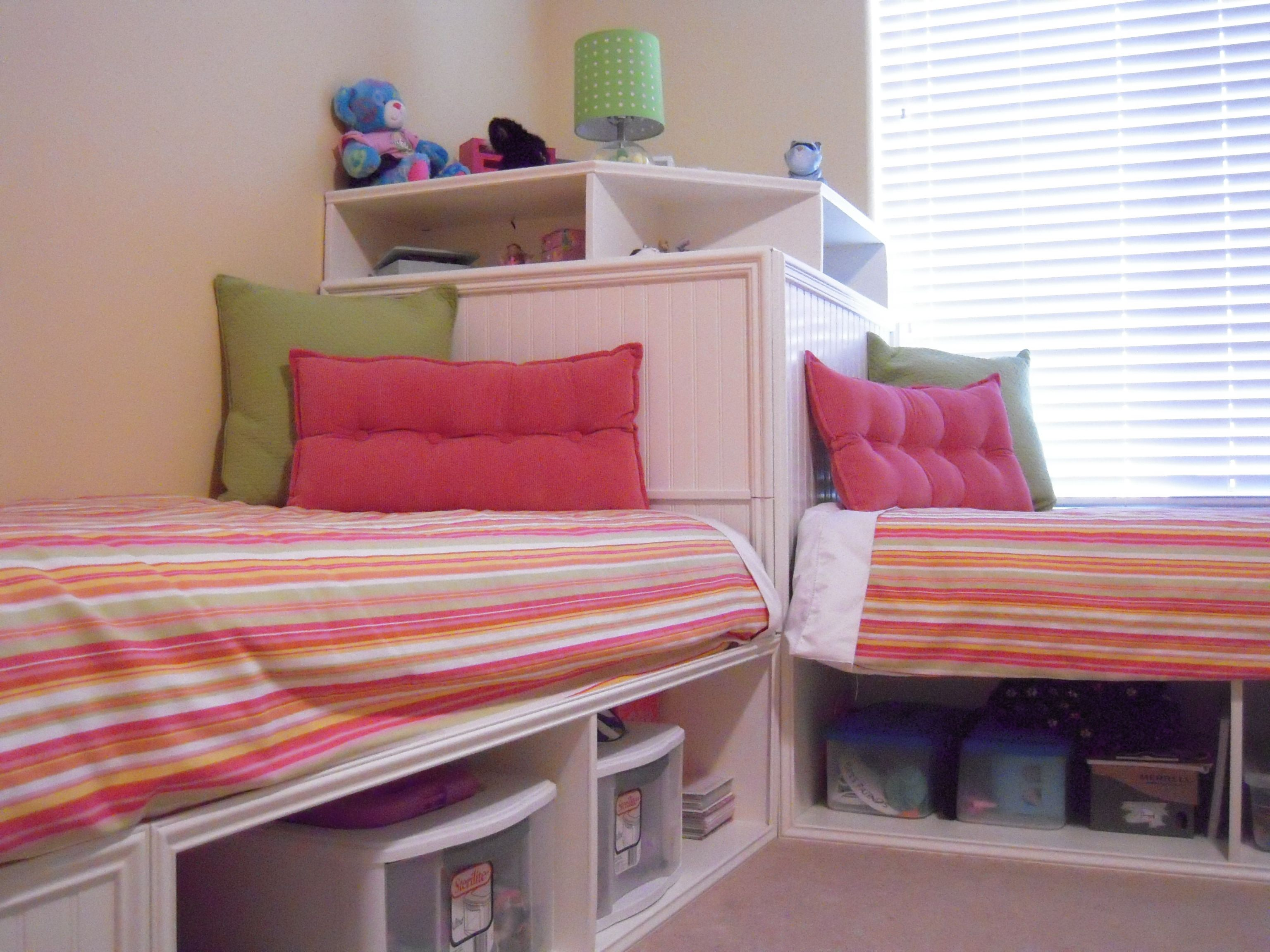 Image of: Twin Corner Beds With Storage DIY