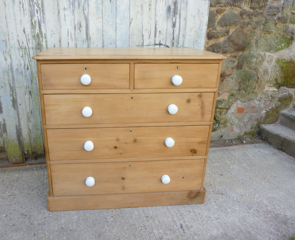 Image of: A Large Wood Pine Chest Drawers Decor