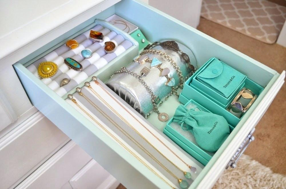 Image of: Closet Jewelry Organizer Drawers
