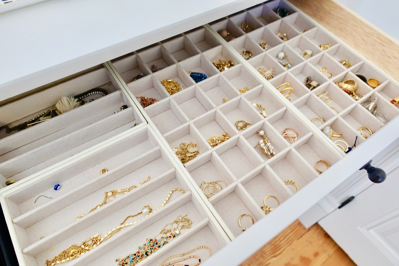 Image of: Jewelry Trays For Dresser Drawers