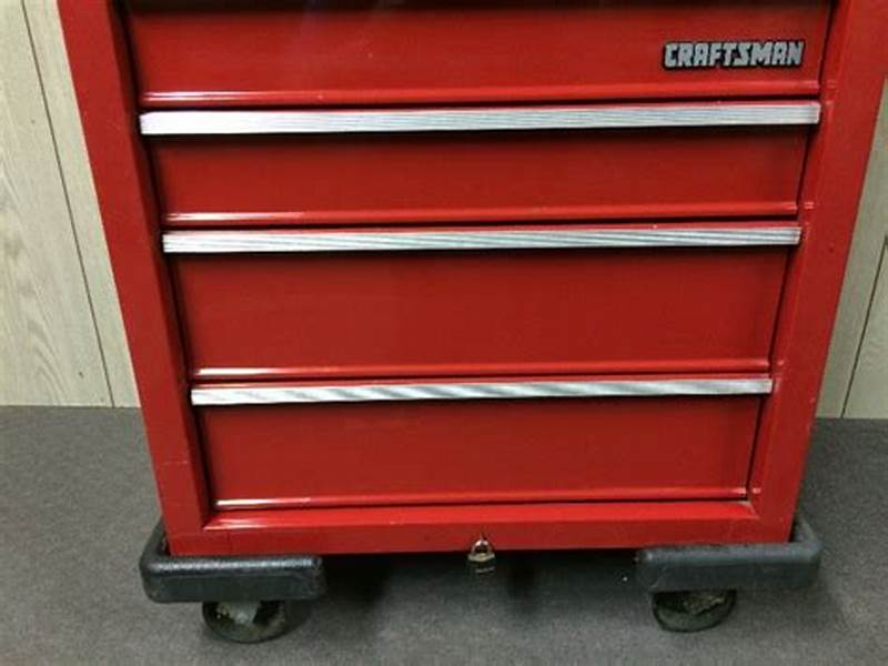 Picture of: Metal Craftsman 10 Drawer Tool Chest