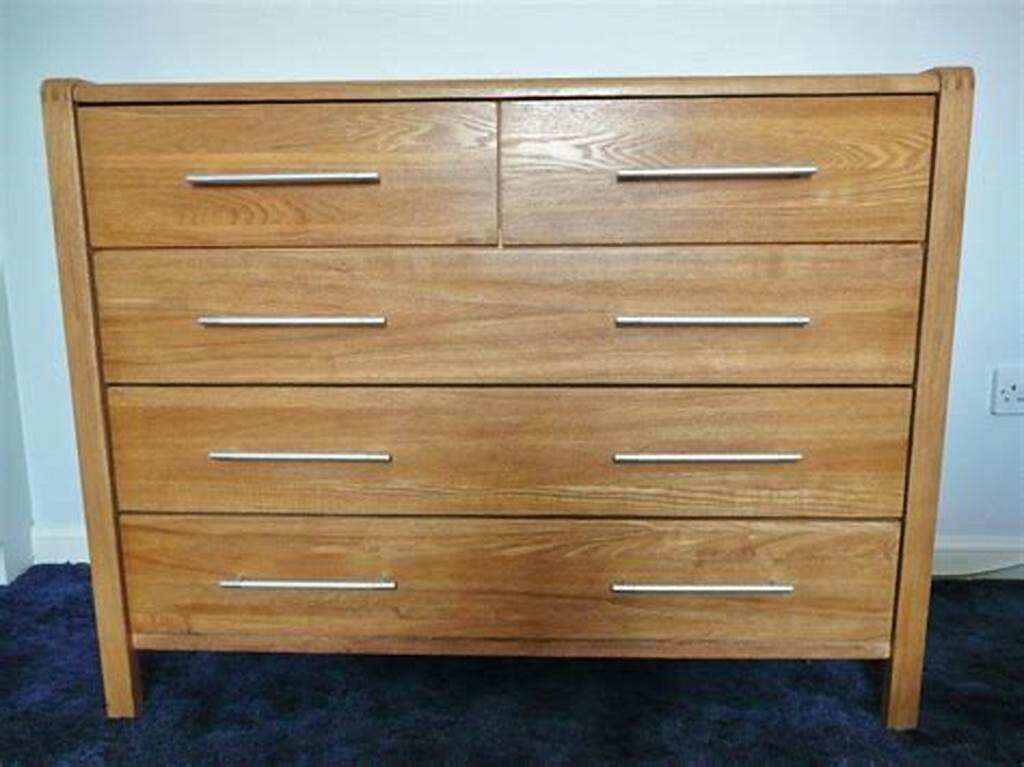 Picture of: Oak 5 Drawer Chest of Drawers
